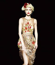 evening wear , couture , embroidery , wedding gown︱Discover more at Paperonfire : style.paperonfire.co