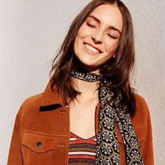 Love the scarf Say hello to our latest obsession: summer suede 70s Fashion, Covet Fashion, Fashion Outfits, Fashion Tips, Stylish Outfits, Cool Outfits, Topshop, Scarf, Wholesale Fashion