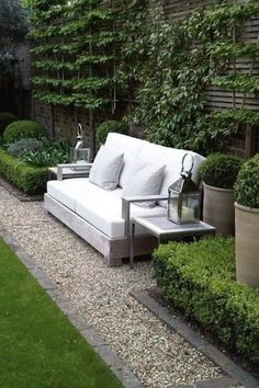 Gorgeous Small Gardens Design Ideas with Cozy Seating is part of Small courtyard gardens - Seating space is a great instance of doubleduty design Whether you are searching for a garden makeover, stunning distinctive garden design Small Courtyard Gardens, Small Gardens, Outdoor Gardens, White Gardens, Outdoor Spaces, Outdoor Living, Outdoor Seating, Outdoor Sofa, Small Backyard Landscaping