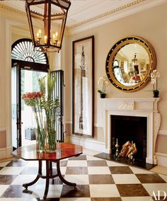 Decorator Grant White updated this 1835 neoclassical house on Belgrave Square in London. Two Columns, 1790, by Giovanni Battista Piranesi hangs near the door in the entrance hall, and the mahogany table is circa 1800.