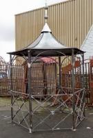 style ancien kiosque tonnelle gloriette chapiteau avec toit fer de jardin gloriette. Black Bedroom Furniture Sets. Home Design Ideas