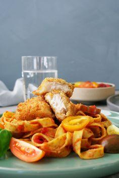 Sprøbakte fiskefileter passer også veldig godt til pasta og tomatsaus. Pasta, Food, Essen, Meals, Yemek, Eten, Pasta Recipes, Pasta Dishes