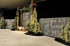 Christmas Stage Decorations, Christmas Stage Design, Church Stage Design, Christmas Settings, Church Decorations, Rustic Christmas, Christmas Holidays, Christmas Crafts, Vintage Christmas