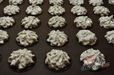 Lískooříškové cukroví na Vánoce - cukroví, které nesmí chybět na vašem vánočním stole   NejRecept.cz Muffin, Cookies, Breakfast, Desserts, Food, Xmas, Backen, Biscuits, Morning Coffee