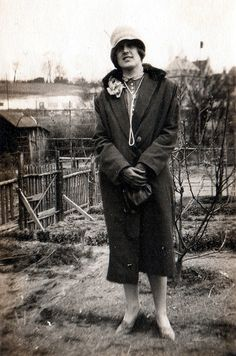 vintage everyday: The Jazz Age Fashion – 44 Charming Snapshots of Women in Coats during the 1920s