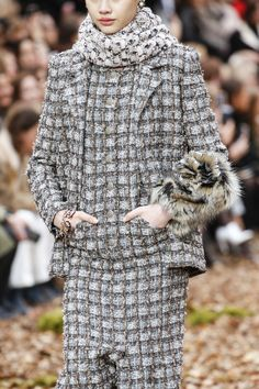 Chanel Fall 2018 Ready-to-Wear Fashion Show Details