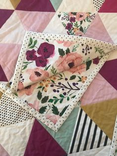 Sewing Projects For Children Bright Floral Triangle Quilt Sewing Hacks, Sewing Crafts, Sewing Tips, Baby Sewing Tutorials, Sewing Basics, Sewing Patterns Free, Quilt Patterns, Whole Cloth Quilts, Love Sewing