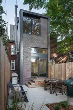 Booth House in Toronto, Canada by PLANT Architect Inc. Residential Architecture, Interior Architecture, Chinese Architecture, Futuristic Architecture, Patio Design, Exterior Design, Loft Design, Casa Mix, Tyni House