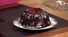 This ooey, gooey, Slow Cooker Chocolate Lava Cakeis even better served with a scoop of your favorite vanilla ice cream. Ingredients: Cake: 1 box cake mix 1 1/4 cups milk 1/2 cup vegetable oil 3 eg…