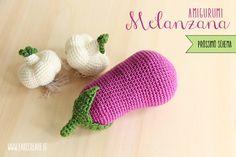 Schema melanzana amigurumi online. Crochet Cake, Crochet Food, Crochet Kitchen, Crochet For Kids, Knit Crochet, Food Crafts, Diy Arts And Crafts, Chrochet, Crochet Accessories