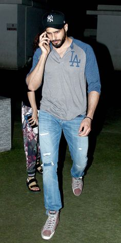 Sidharth Malhotra spotted at a suburban multiplex in Mumbai. India Actor, Mens Indian Wear, Casual Trends, Fashion Models, Mens Fashion, Bollywood Actors, Bollywood Fashion, Handsome Actors, Indian Celebrities
