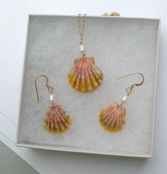 Your place to buy and sell all things handmade Mermaid Jewelry, Seashell Jewelry, Seashell Crafts, I Love Jewelry, Sea Glass Jewelry, Jewelry Design, Jewelry Making, Wire Wrapped Jewelry, Wire Jewelry