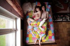 20 couples de futurs parents photographiés au lit, en tout intimité...