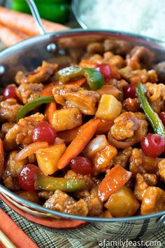 Sweet and Sour Chicken - A delicious make-at-home version that rivals takeout! No need to shop at a specialty market - our recipe uses ingredients you probably Asian Recipes, Healthy Recipes, Chinese Recipes, Oriental Recipes, Oriental Food, Japanese Recipes, Asian Foods, Thai Recipes, Sweet Sour Chicken