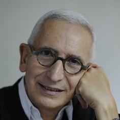 Alain Lardet, l'humaniste du design A l'origine de la Bourse Agora pour le Design, co-fondateur des Designer's Days à Paris, Alain Lardet est aujourd'hui consultant et collabore avec des sociétés et des institutions. Depuis qu'il a embrassé la voie de la création, il s'est consacré à une carrière dédiée à la promotion du design.
