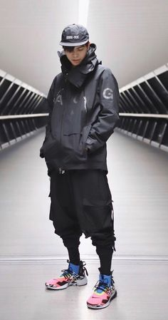technical clothing for men – black suits – acg jacket and black cargo pants from CLP – Cyberpunk Gallery Mode Cyberpunk, Cyberpunk Fashion, Cyberpunk Clothes, Fashion Mode, Urban Fashion, Mens Fashion, Fashion Black, Sporty Fashion, Fashion Menswear