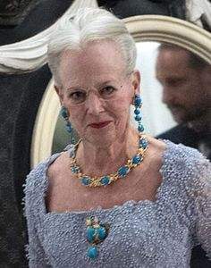 Royal Crown Jewels, Royal Jewelry, Messy Bun Thin Hair, Rasta Hair, Queen Margrethe Ii, Tiaras And Crowns, Hair Ornaments, Turquoise Necklace, Bling