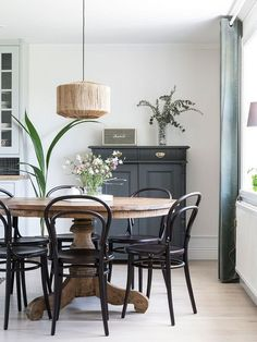 Dazzling Scandinavian Dining Room Ideas That Will Steal Your Heart Take a look at this amazing home interior design trends and how they fit perfectly into your dining room decor! Dining Room Inspiration, Interior Inspiration, Dining Room Design, Dining Area, Round Wood Dining Table, Dining Room Tables, Dinning Room Bar, Round Table And Chairs, Round Dining Set