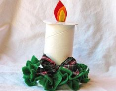 Ribbon spool christmas candle (you can also use an empty toilet paper roll) Paper Towel Roll Crafts, Toilet Paper Roll Art, Rolled Paper Art, Preschool Christmas Crafts, Holiday Crafts, Crafts For Kids, All Things Christmas, Christmas Holidays, Xmas