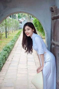 Vietnamese and Asian Beauty Girls. See more pictures original size at:. Vietnamese Traditional Dress, Vietnam Girl, Le Jolie, Poker Online, Beautiful Asian Women, Ao Dai, Traditional Outfits, Asian Woman, Asian Beauty