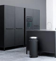 Vipp+Kitchen+left+black+iihih.jpg (365×400)