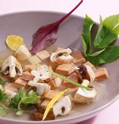 Bouillon chaud citron-jasmin au foie gras / Lemon-jasmin warm broth with foie gras