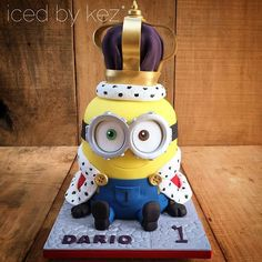 King Bob the Minion with his large as life crown  #icedbykez #pettinice #kingbob #minioncake #kingbobminioncake #1stbirthday