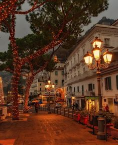 Amalfi, Italy (Europe) - Frank Ceravolo - In Summer You To Do Cool Places To Visit, Places To Travel, Places To Go, Places Around The World, Around The Worlds, Wonderful Places, Beautiful Places, Nature Architecture, Architecture Design