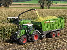 Old Farm Equipment, Heavy Equipment, New Tractor, Engin, John Deere Tractors, Farm Life, Belle Photo, Agriculture, Monster Trucks