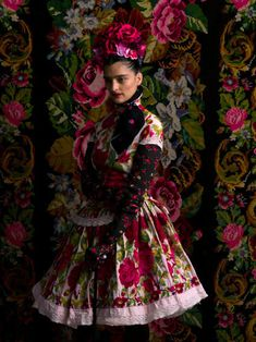 frida kahlo inspired fashion by susanne bisovsky Folk Fashion, Floral Fashion, Fashion Moda, Fashion Art, Editorial Fashion, Fashion Outfits, Fashion Design, Ethno Style, Bohemian Style