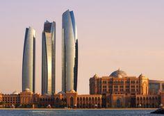 Abu Dhabi ist das Land der Superlative - das Schönste, das Größte, die Längste - und obwohl das an dieser Stelle vielleicht so klingt - dort ist das in keinster Weise protzig zu verstehen, sondern soll Einheimischen und Besuchern einfach Freude bereiten.