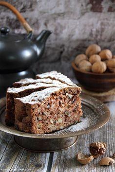 Jabłkowo-cynamonowe ciasto z orzechami i migdałami - radoscjedzenia.com Apple Cinnamon Cake, Cinnamon Apples, Apple Cake Recipes, Dessert Recipes, Russian Cakes, Bon Appetit, Banana Bread, Sweet Tooth, Cheesecake