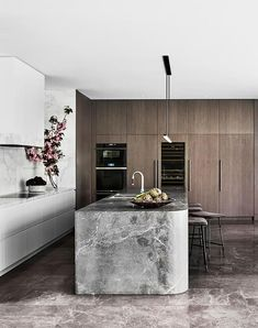 The latest in luxury kitchen design from seriously stylish Australian homes. Take a detailed look and discover what inspired these high-end kitchens. Luxury Kitchen Design, Luxury Kitchens, Interior Design Kitchen, Home Kitchens, Kitchen Decor, Tuscan Kitchens, Interior Modern, Modern Decor, Luxury Home Decor