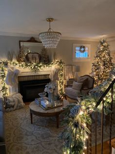 MW Designs 2019 Winter Wonderland Tour is full of inspriation for all styles of decor. Winter Wonderland Christmas, Cozy Christmas, Simple Christmas, All Things Christmas, Christmas Lights, Christmas Holidays, Minimal Christmas, Beautiful Christmas, Christmas Ideas