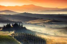 七色に染まった色と光の層が美しい、イタリア・トスカーナ地方の幻想的な景色の写真いろいろ - DNA                                                                                                                                                                                 もっと見る