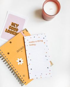 Pronta pra planejar meu 2020 nesse planner divo da @megemeg com ajuda do bloquinho fofo @beemine.shop  Qual ferramenta você usa pra organizar seu projetos? Instagram Blog, Planner, Bookstagram, Paper Design, How To Plan, How To Make, Stationery, Notebook, Ideas