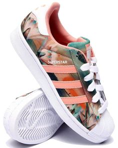 premium selection ae6d2 f97ca Original Adidas Superstar Sneaker Throwback Superstar sneakers from adidas  Originals in full-grain leather with cotton laces and rubber shell toes for  ...