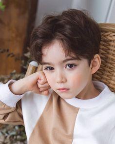My lovely baby boy Cute Baby Boy, Cute Little Boys, Baby Boys, Cute Boys, Cute Asian Babies, Korean Babies, Asian Kids, Cute Babies, Handsome Kids