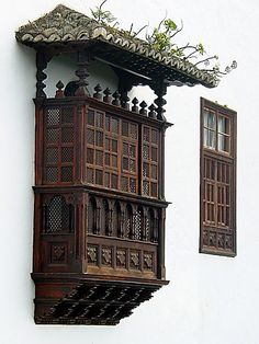 in La Laguna, Tenerife Spanish Style Homes, Spanish Colonial, Monuments, Spain And Portugal, Canary Islands, Windows And Doors, Architecture Details, Night Life, Places To Travel