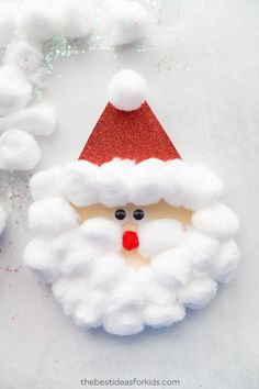 This adorable Santa card is fun and easy to make for kids of all ages! Crafting your own Christmas cards doesn't have to take hours and hours or break the bank. Here's a list of easy, low-prep Christmas cards kids can make in a jiffy! Kids Crafts, Santa Crafts, Diy Christmas Decorations Easy, Christmas Crafts For Kids To Make, Toddler Crafts, Preschool Crafts, Kids Christmas, Holiday Crafts, Preschool Kindergarten