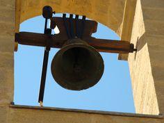 La cloche de Saint-Pierre de Jouques.