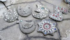 Make your own custom garden stones at From the Summer's Garden studio event! Great project to do with kids and a fun way to create lasting memories! Sign up at fromthesummersgarden.blogspot.com.