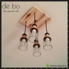 Lámpara de techo Rústica: creada con 4 pequeñas botellas transparentes, y florón de madera recuperada de pallest. Ideas, See Through, Ceiling Light Fixtures, Decorations, Wood, Blue Prints, Manualidades, Thoughts