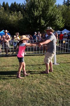 Being at the Jamboree makes these fans feel like dancing! #oregonjamboree #funinthesun