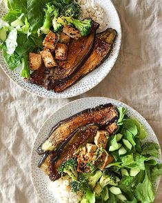 On rotation: Japanese style aubergines sesame broccoli and a few cubed tofu hom mali rice and heaps of salad. Sesame Oil, Zurich, Japanese Style, Tofu, Chicken Wings, Broccoli, Garlic, Seeds, Salad