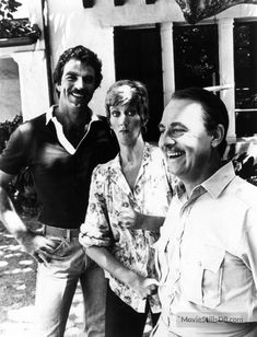 """Tom on the set of """"Magnum, P."""" with guest star, actress Marcia Wallace, and co-star, actor John Hillerman. John Hillerman, Mystery Show, Magnum Pi, Tom Selleck, Actor John, 80s Kids, Great Tv Shows, Blue Bloods, Scene Photo"""