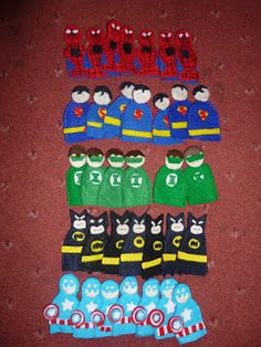 Hero finger puppets Spiderman, Superman, Green Lantern, Batman and Captain America My Guide To Home Made: Superhero Party: Crafts and Games Girl Puppets, Felt Puppets, Puppets For Kids, Adult Crafts, Crafts To Do, Crafts For Kids, Arts And Crafts, Batman Party, Superhero Party