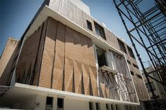 http://inditerrain.indiaartndesign.com/2017/08/an-efficient-edifice-with-parametric.html An efficient edifice with a parametric façade: Building skin imparts a character to a place, externally; and is a major parameter for building performance, internally. rat[LAB]-Research in Architecture & Technology designs a façade project in Gurgaon for an industrial building using parametric techniques that have overcome multiple constraints. Find out more about the result here...