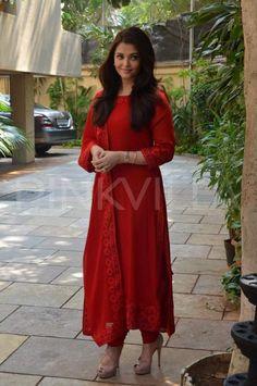 Aishwarya Rai Bachchan celebrates her birthday with the media | PINKVILLA