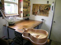 The Luthiers Workshop: Dominic Howman - AU